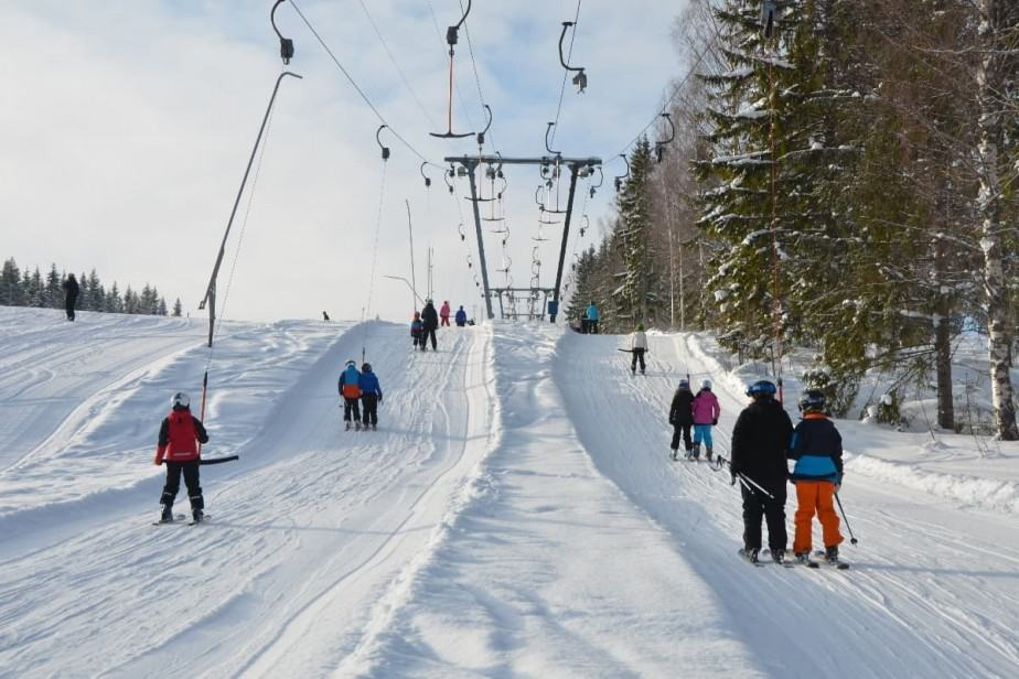 People being pulled up ski slope
